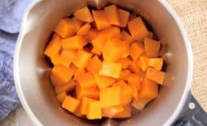 slimming world syn free butternut, chilli & ginger soup prep