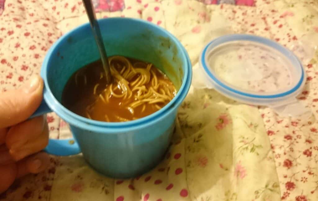 Fake Beef & Tomato Pot Noodle – Quick Slimming World Syn Free/Camping Recipe