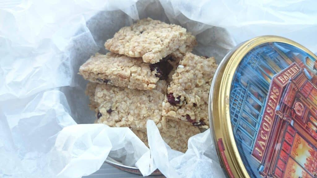WARNING! Dangerously Moreish Scrummy Oatmeal Raisin Flapjack Bites – Makes 32 Squares 89 Calories Each