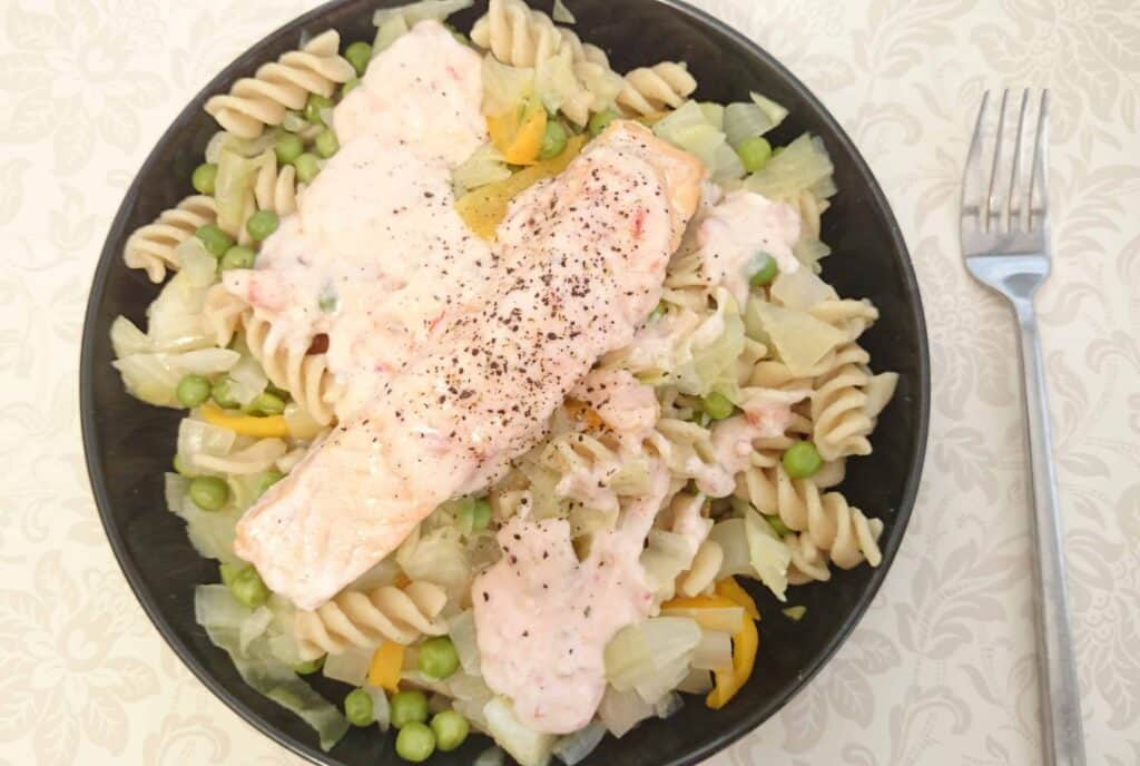 Lazy But Yummy Tier Steamed Sweet Chilli Salmon & Wholewheat Pasta Recipe for One – Slimming World Friendly
