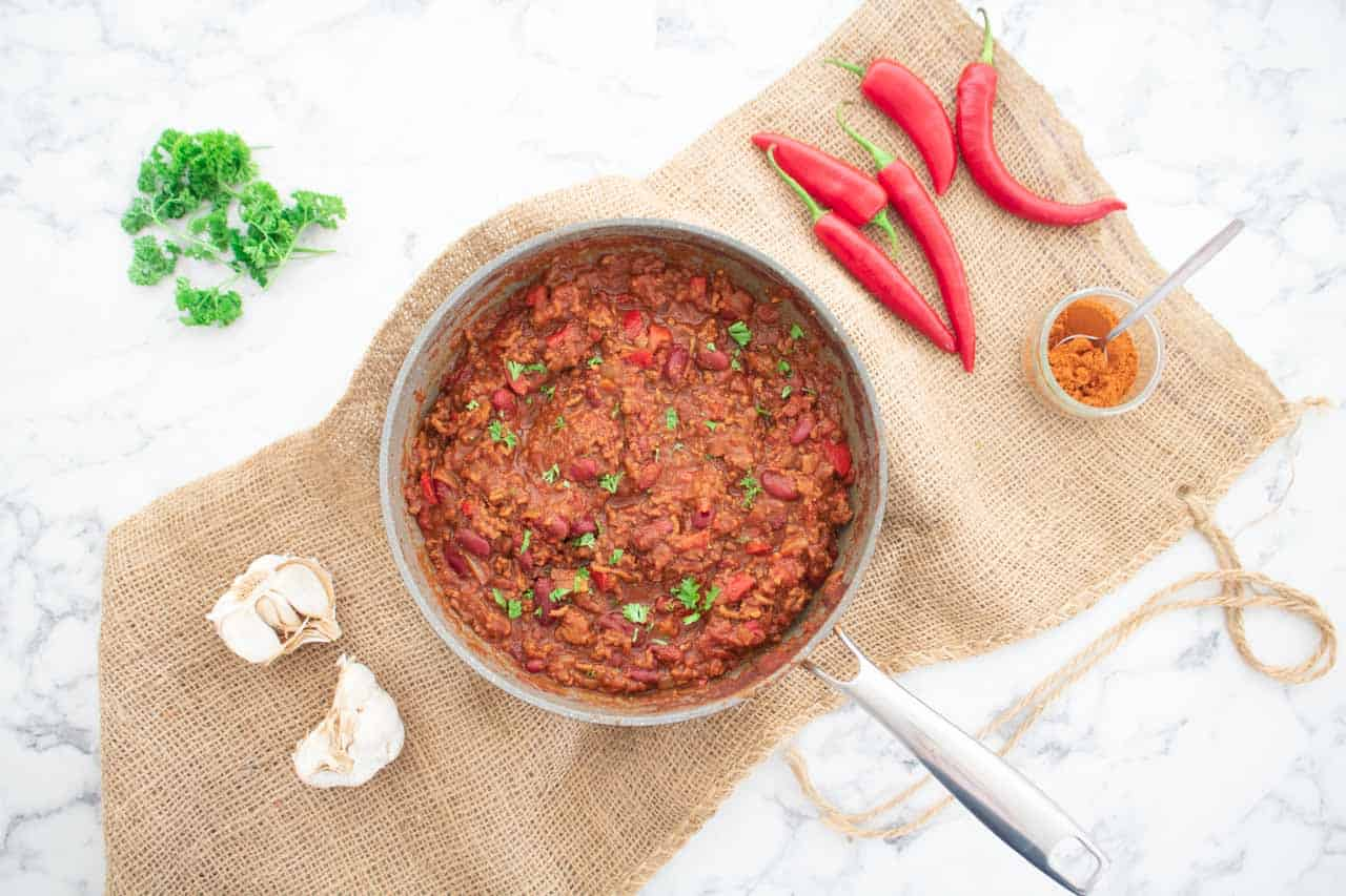 cooked chilli con carne, ready to serve