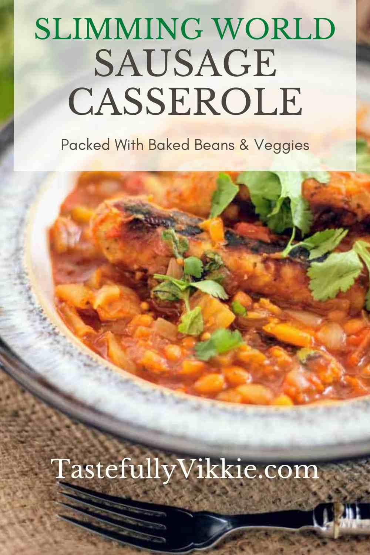 Comment faire une casserole de saucisses et de haricots cuits au four Slimming World par Tastefully Vikkie